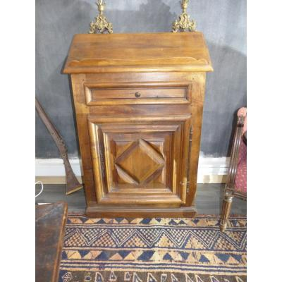 oratory solid clear walnut Period Louis XIII Circa XVIIeme Walnut Blond